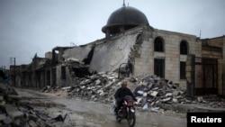 Pamje e një xhamie të shkatërruar në qytetin Azaz