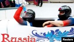 Олексій Воєвода (праворуч) і Олександр Зубков на Олімпійських іграх в Сочі в 2014 році