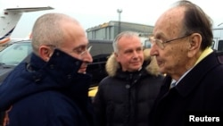 20 декабря в Германии Михаила Ходорковского встречал бывший вице-канцлер ФРГ Ганс-Дитрих Геншер, добивавшийся освобождения бывшего главы ЮКОСа