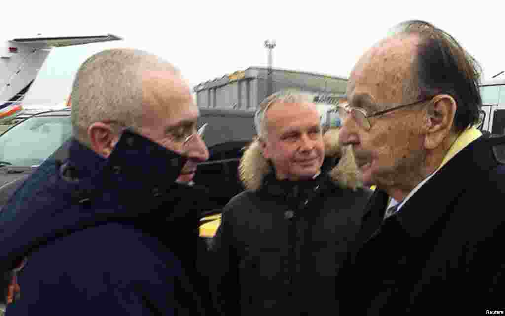 Mikhail Khodorkovsky (left) is greeted by former German Foreign Minister Hans-Dietrich Genscher upon arriving in Berlin after his release from prison in Russia on December 20. (Reuters)