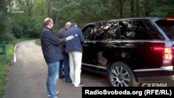 Депутат Співаковський приїхав до «Залісся» на «Рендж ровері», якого у його декларації немає