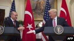 Дональд Трамп менен Режеп Тайып Эрдоган.