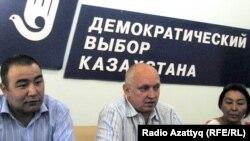 """Катталбаган """"Алга"""" партиясынын өкүлдөрү Кенже Аденов, Владимир Козлов, Айжангүл Амирова."""