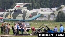 На месцы падзеньня нямецкага верталёта на аэрадроме ў Баравой.