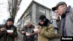 Раздача бясплатнай ежы ў Стаўрапалі. Лістапад 2014 году.