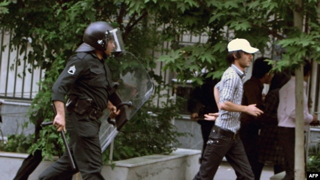 A number of countries have urged Iran to avoid violence against peaceful protesters.