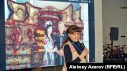 Режиссер Умида Ахмедова (Узбекистан) привезла на Неделю гендерного равенства свой фильм «Бремя девственности». Алматы, 8 марта 2018 года.