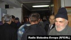 Долги редови и турканици за вадење лични докумнети во Куманово, јануари 2012