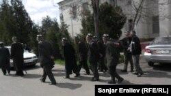 Имам-Ата конушунун тургундары. Ош, 2-апрель, 2013.