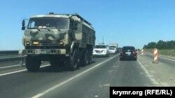 Колона військової техніки в Криму, архівне фото