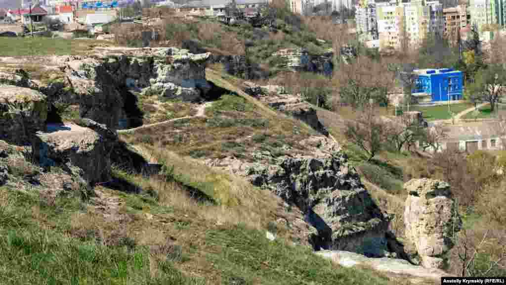 Площадь Петровских скал достигает 15 гектаров