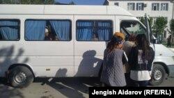 Жители села Кок-Таш, прибывшие в Баткен.