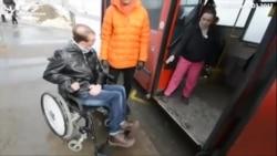 """Эксперимент """"Idel.Реалии"""": Инвалид пытается проехать в казанском автобусе"""