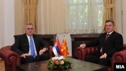 Македонскиот претседател Ѓорге Иванов со неговиот српски колега Томислав Николиќ.