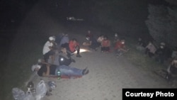 Митингующие остались на ночь на месте проведения акции.