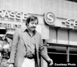 Gunter Grass (Sosialist Almaniyasının kəşfiyyat orqanı - Stasi-nin gizli çəkdiyi foto)