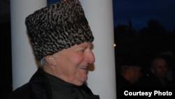 Николай Чифович принадлежал к той плеяде деятелей абхазской литературы, которые пришли в нее во второй половине 50-х, когда после удушливой ночи сталинско-бериевсого режима для абхазов забрезжили лучи надежды и народ смог, наконец, вздохнуть полной грудью