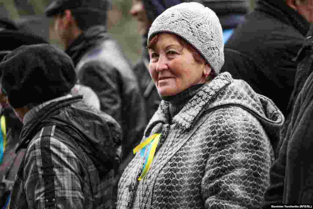 Тогда возле Верховной Рады Крыма собрались, по разным оценкам, от 5 до 10 тысяч крымских татар и крымчан других национальностей, которые выступили против происходящего
