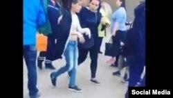 Скорая увозит пострадавших детей из торгового центра в Иркутске