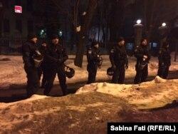 Jandarmi în așteptarea demonstraților la București