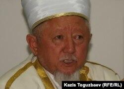Председатель Духовного управления мусульман Казахстана верховный муфтий Дербисали Абсаттар. Алматы, 25 июля 2011 года.