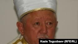 Председатель Духовного управления мусульман Казахстана верховный муфтий Абсаттар Дербисали. Алматы, 25 июля 2011 года.