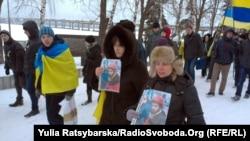 Учасники акції з портретами вбитого мешканця Дніпропетровщини Сергія Нігояна, 22 січня 2014 року