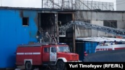 После разбора завалов на месте пожара обнаружены тела 17 погибших