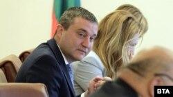 Миналото лято ГЕРБ отстрани Владислав Горанов от правителството заради подозрения, че е свързан с ДПС