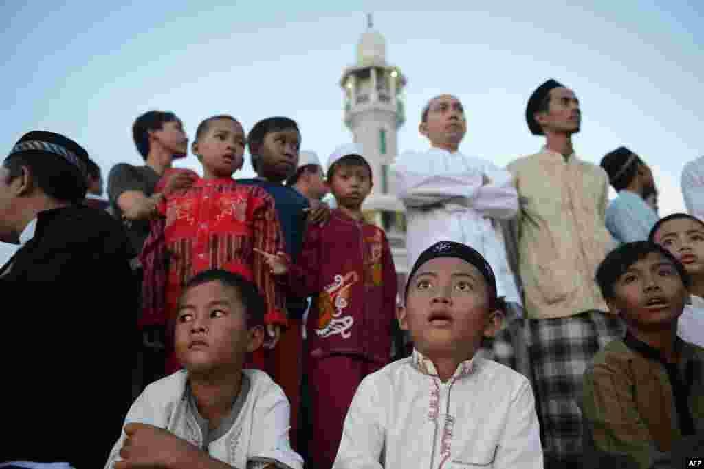 Индонезия башкаласы Джакарта үзәгендәге мәчетләрнең берсе