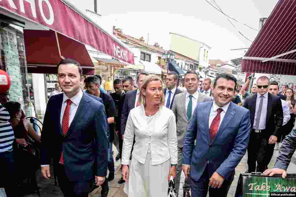 МАКЕДОНИЈА - Ќе бидеме Македонци од Република Северна Македонија. Тоа е чувство, никој не може да ни го земе. Ќе се обратам во Парламентот на Република Северна Македонија, ама ќе зборувам за македонско девојче, македонска култура, за Македонски Брод. Никој повеќе на свет нема да не спори, сите не имаат признаено, рече премиерот Зоран Заев.