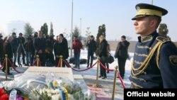 Homazhe te varri i presidentit Ibrahim Rugova, në dhjetë vjetorin e vdekjes së tij