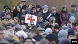 Участники митинга медиков под лозунгом «Остановить развал медицины в Москве!». 2 ноября 2014 года.
