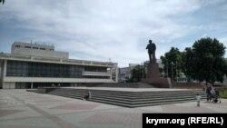 Площа Леніна, зліва – Державний академічний музичний театр