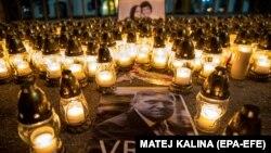 """Об остроте кризиса в Словакии говорит надпись на портрете премьера Роберта Фицо: """"Убийца"""". Братислава, 28 февраля 2018"""