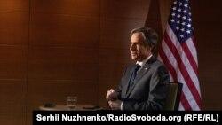 Госсекретарь США Энтони Блинкен во время интервью Украинской службе Радио Свобода