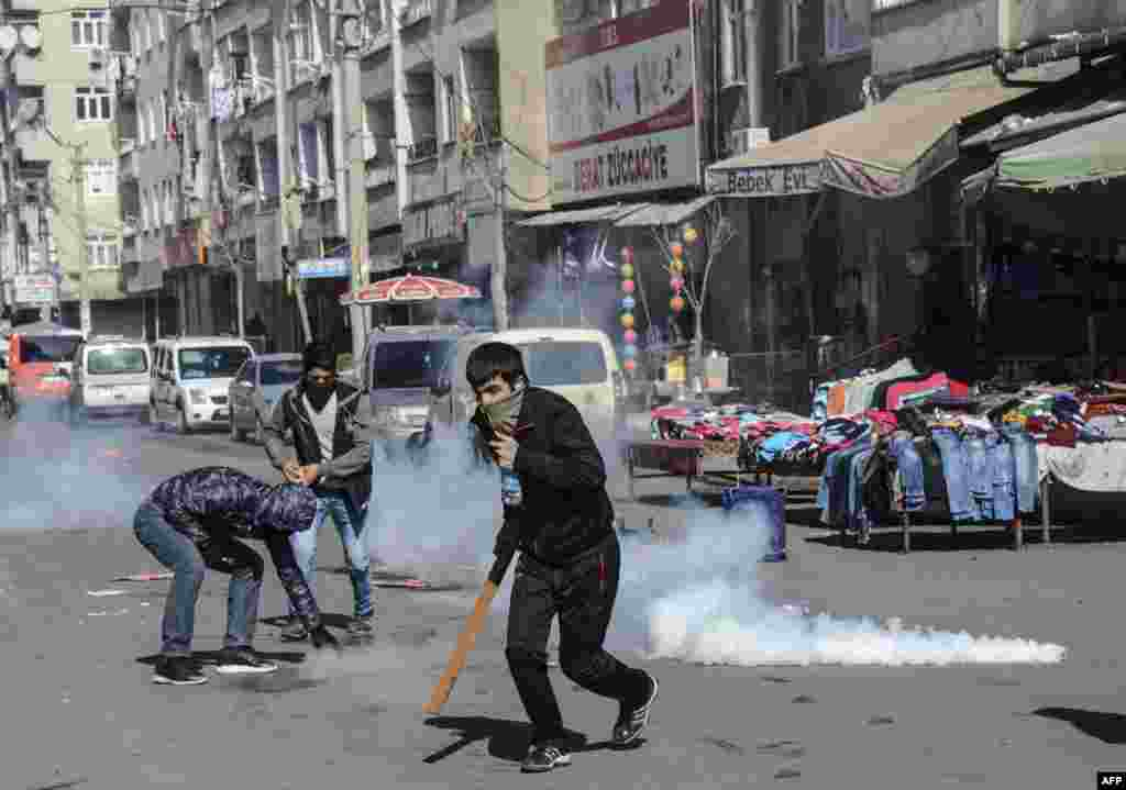 Protesters clash with Turkish police during a demonstration against government- imposed curfews imposed on areas of eastern Turkey in Diyarbakir. (AFP/Ilyas Akengin)
