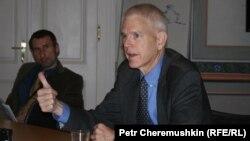 Стівен Пайфер (на архівному фото) не бачить ніяких перспектив для «плану Артеменка»