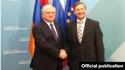 Глава МИД Армении Эдвард Налбандян (слева) вице-премьер, глава МИД Словении Карл Эрьявец, Любляна, 9 марта 2015 г. (Фотография - пресс-служба МИД Армении)