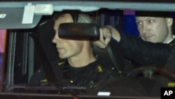 Архивска фотографија: Бреивик пристигнува во судот во Осло.