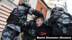 Задержание на акции протеста в Москве, 10 августа 2019 года