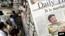 ژنرال پرويز مشرف روز پنج شنبه هشتم نوامير، اعلام کرد که انتخابات پارلمان پاکستان با يک ماه تاخير از زمان مقرر شده، اواسط ماه فوريه برگزار خواهد شد.