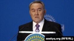 Президент РК Нурсултан Назарбаев выступает на 14 съезде партии «Нур Отан». Астана, 25 ноября 2011 года.