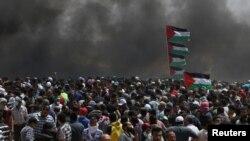 Газа сектору менен Израилдин чек арасына чогулган палестиндер. 14-май, 2018-жыл.