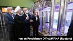 İran prezidenti Həsən Ruhanı ölkənin nüvə stansiyalarından birində
