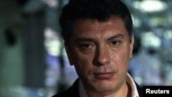 Борис Немцов, благодаря незаконной публикации частных телефонных переговоров, стал одним из самых обсуждаемых героев сетевых дневников уходящей недели.