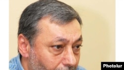 Armenia -- Opposition leader Aleksandr Arzumanian speaks at a news conference, 24June 2010.
