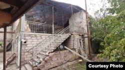 Полуразрушенный дом Гиви Размадзе скоро окажется по ту сторону линии разделения