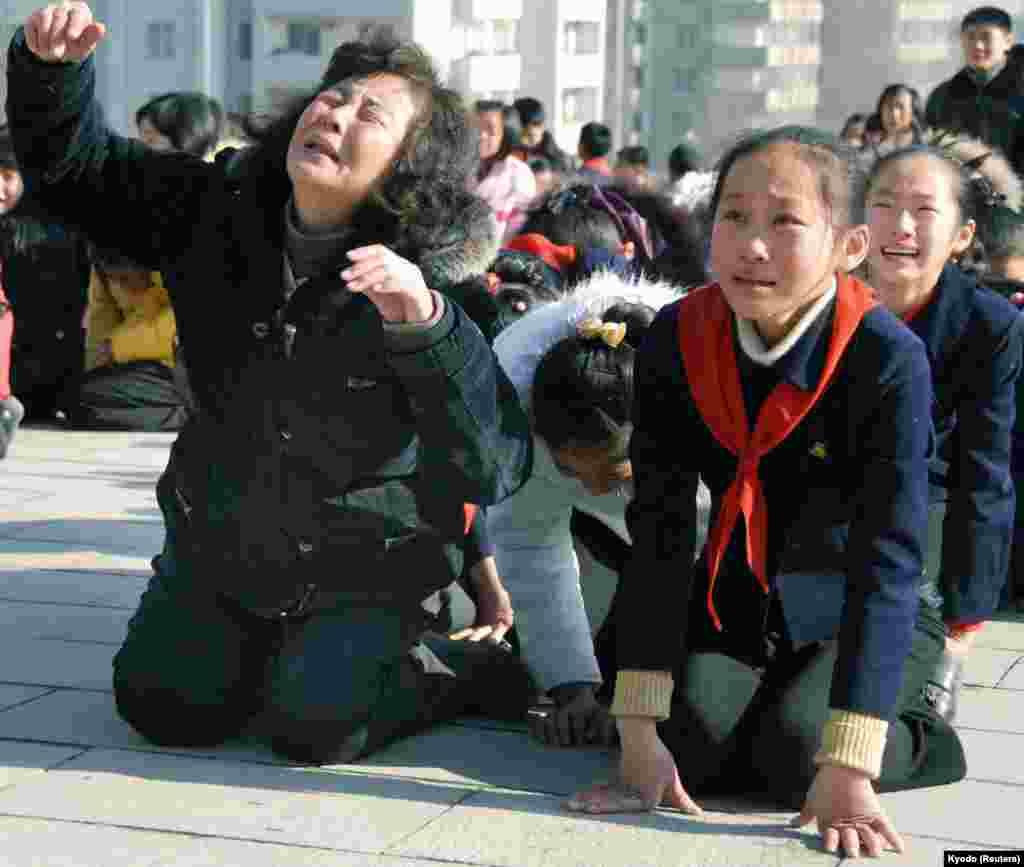 Ким Чен Ир умер в 2011 году...