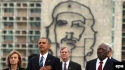 Барак Обама возлагает венок к мемориалу Хосе Марти в Гаване 22 марта 2016 года